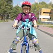 Girl rides a bicycle — Stockfoto