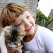Girl hugs the cat — Stock Photo