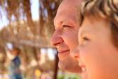 Gülümseyen kız ve babası. portre. — Stok fotoğraf