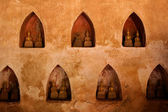 Wall with small Buddha statues — Stock Photo