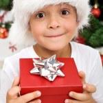 Saf mutluluk - yılbaşı hediyesi olan çocuk — Stok fotoğraf