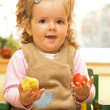 Little girl with easter egg and chicken — 图库照片