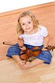 Piccola ragazza con violino — Foto Stock