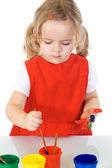 Mały malarz dziewczyna pochłonięta przez pracę — Zdjęcie stockowe
