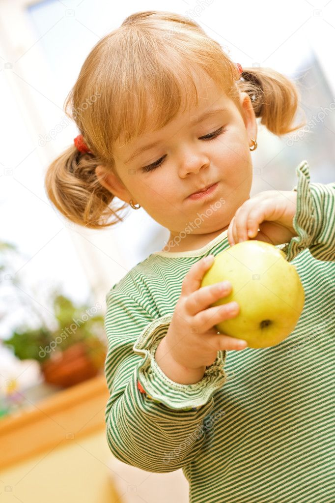 Two years old girl playing with apple — Stock Photo #6409550