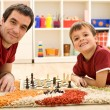 Look I am beating dad at chess - Foto Stock