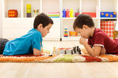 Kids playing chess — Stock Photo