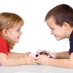 kinderen met peperkoek cookies — Stockfoto