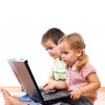 kinderen met behulp van laptops — Stockfoto