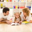 Little girl practice reading — Stockfoto
