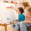 kinderen leren de getallen met hun moeder — Stockfoto