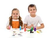 Дети раскраски с большим количеством малых роспись бутылки — Стоковое фото