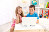 Two kids looking at laptop computer — Stock Photo