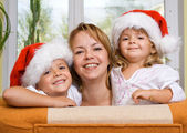 Happy family preparing for christmas — Stock Photo