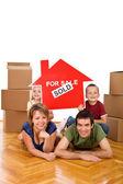 Família feliz em sua nova casa — Fotografia Stock