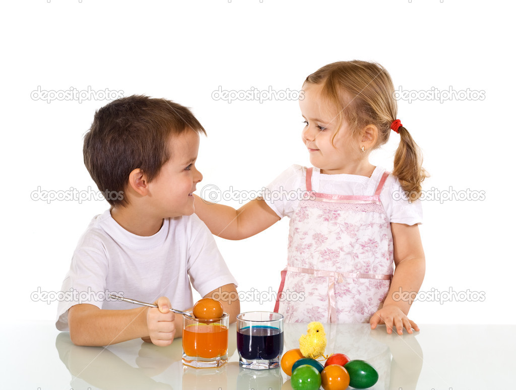 Happy kids dyeing the easter eggs - isolated — Stock Photo #6430130