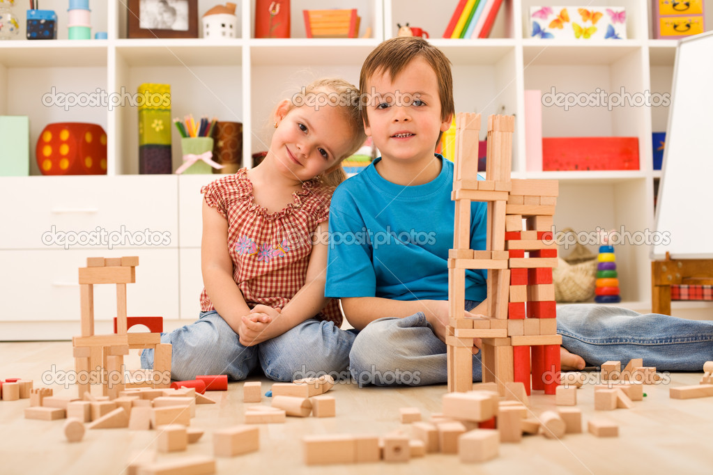 Kids in their room playing with wooden blocks — Stok fotoğraf #6430223