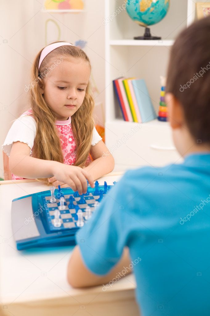 Kids playing chess - brother teaching little sister — Stock Photo #6430343