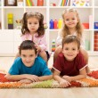 kinderen in hun kamer — Stockfoto
