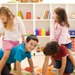 Kids playing with friends in their room — Stockfoto