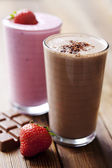 čokoládový a jahodový koktejl — Stock fotografie