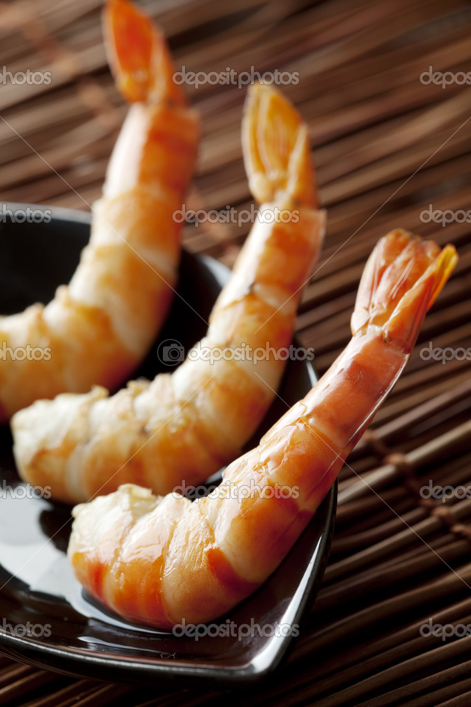3 delicious cooked shrimps — Stock Photo #6362827