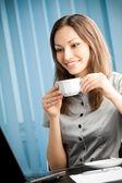 Jovem empresária de sucesso feliz sorridente — Foto Stock