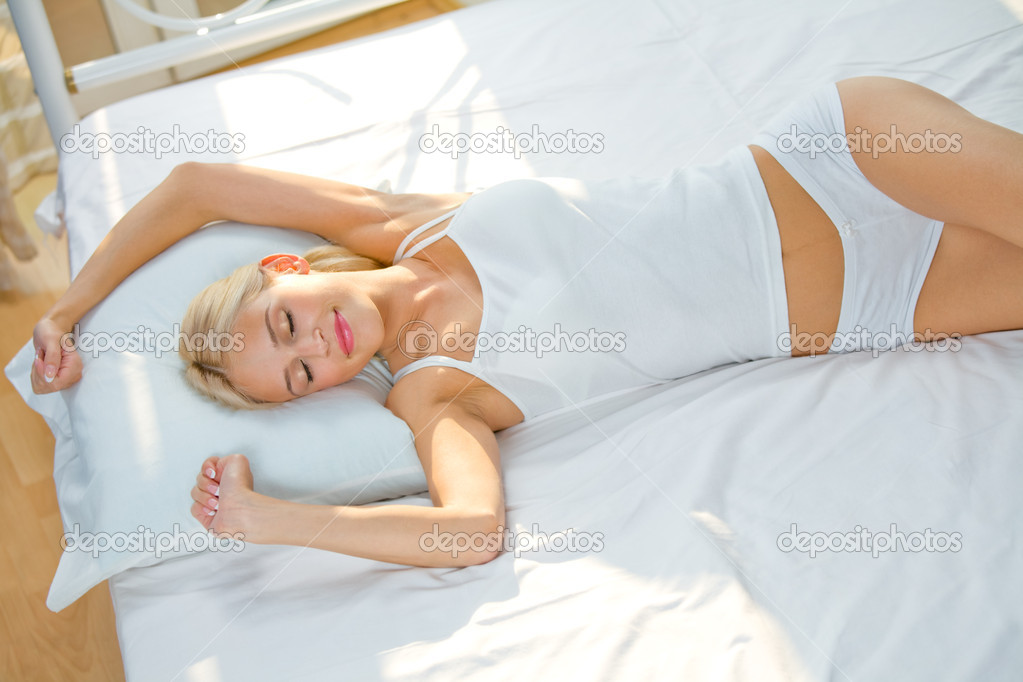 Young beautiful woman on the bed at bedroom — Stock Photo #6572405