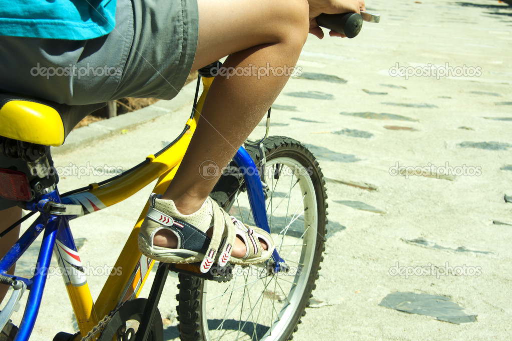 Child on a bicycle — Stock Photo #6326474