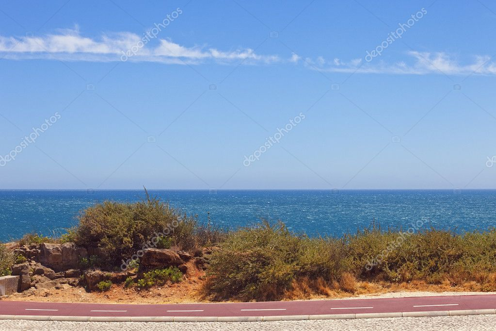 Cycleway on the Atlantic seaboard. Landscape with smooth ocean and blue sky. — Stock Photo #6311404
