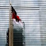 flagi i drapacze chmur — Zdjęcie stockowe