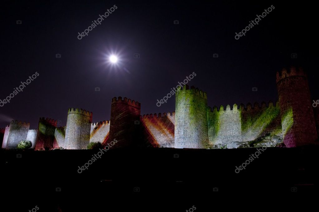 Wall illuminated by artificial light. long exposure night photography — Stock Photo #6706125