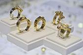 Cinq anneaux dorés — Photo
