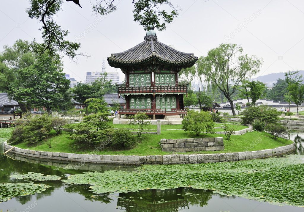 A chinese style pagoda in a buddhist garden in Seoul, Korea — Stock Photo #6606559