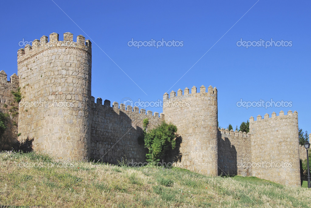 Avila wall. Medieval fortification in Castilla y Leon. Spain — Stock Photo #6375361