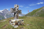 Cross on a moutain — Stock Photo