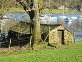 Old boatshed beside Coniston Water — Stock Photo