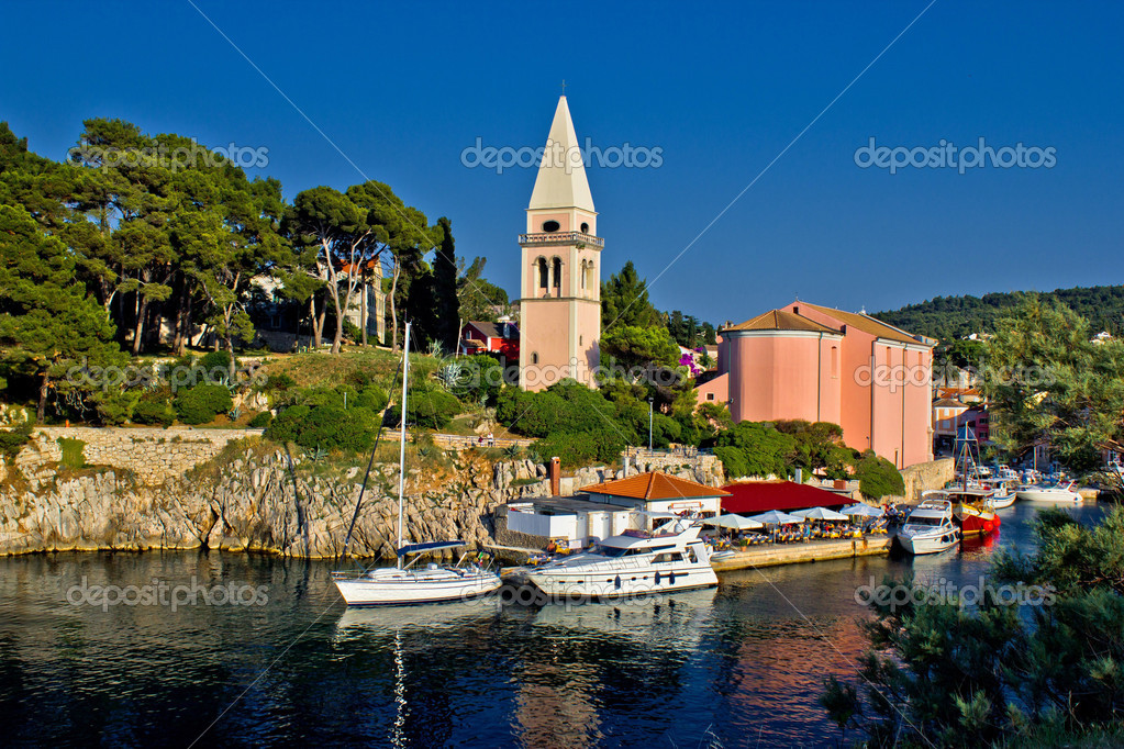 Veli losinj panoramic - church & safe harbour view - tourist paradise — Stock Photo #6620160