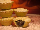 Mince pies with a dusting of icing sugar — Stock Photo