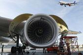 Aviones y motores de jet — Foto de Stock