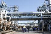 Lavoratori olio lavoro di finitura — Foto Stock