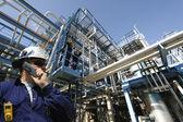 Operaio di industria e oleodotti — Foto Stock