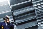 Ingeniero y maquinaria para Engranes gigante — Foto de Stock