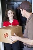 Ricevere la consegna a domicilio — Foto Stock