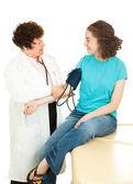 Teen tıbbi - kan basıncı — Stok fotoğraf