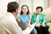 Teen and Mom Meet Psychologist — Stock Photo