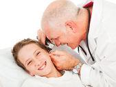 Examen pediátrico - cosquillas — Foto de Stock