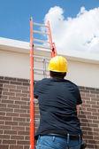Bauarbeiter auf leiter — Stockfoto