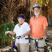 Glücklich senior Radfahrer — Stockfoto