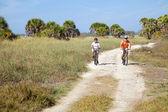 Anziani moto in spiaggia — Foto Stock